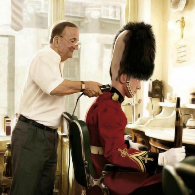 British Royal Guard Taking a Haircut - 9buz