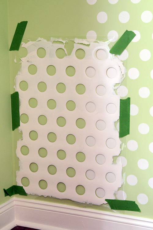 Polka dot on your walls form old laundry basket with colour spray