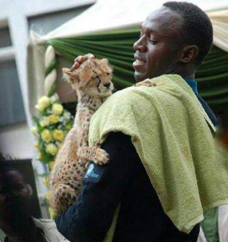 Bolt carrying his son Chita