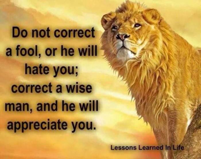 Do not correct ta fool...
